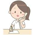 電話を受ける女性看護師