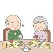 食事を楽しむ高齢者