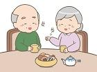お茶を飲む高齢の男女