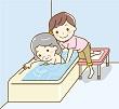 入浴介護をする女性