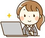 パソコンで仕事をするスーツ女性